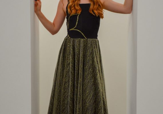 Golden dress with embroidery flower V.